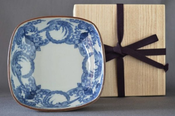Photo1: Small square bowl with design of phoenix and arabesque flower, Blue Kakiemon Style, Old Imari porcelain (1)